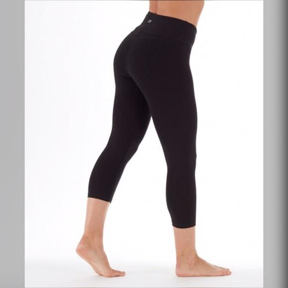 1531c17399d Black Carrie Butt Booster 18   Capri Legging. Sz M.  M 5ab3af5331a3763c539d7358